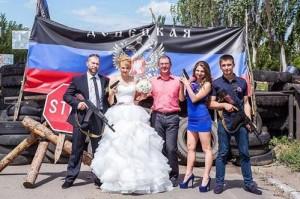 Wedding under fire in Ukraine