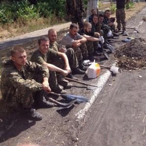Ukrainian POW cleaning city of Donetsk