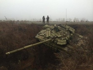 Ukrainian tank stuck in Ukrainian defensive ditch
